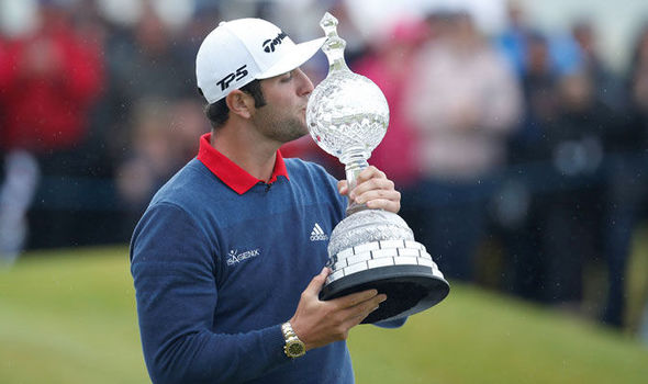 jon rahm kissing the irish open trophy after his win in 2017